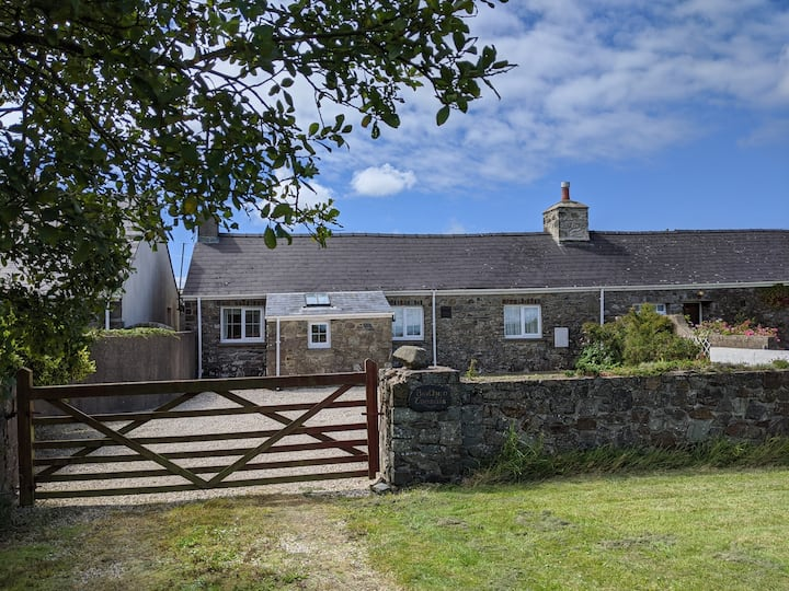 Cottage with games room ( near Solva & St.David's)