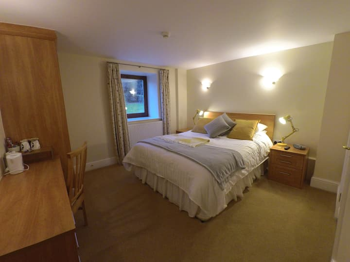 B&B Delph, Boutique farm stay @The Shippon 5*rated