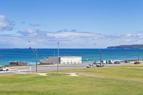 Beachside Bar Beach- 100m across park to beach