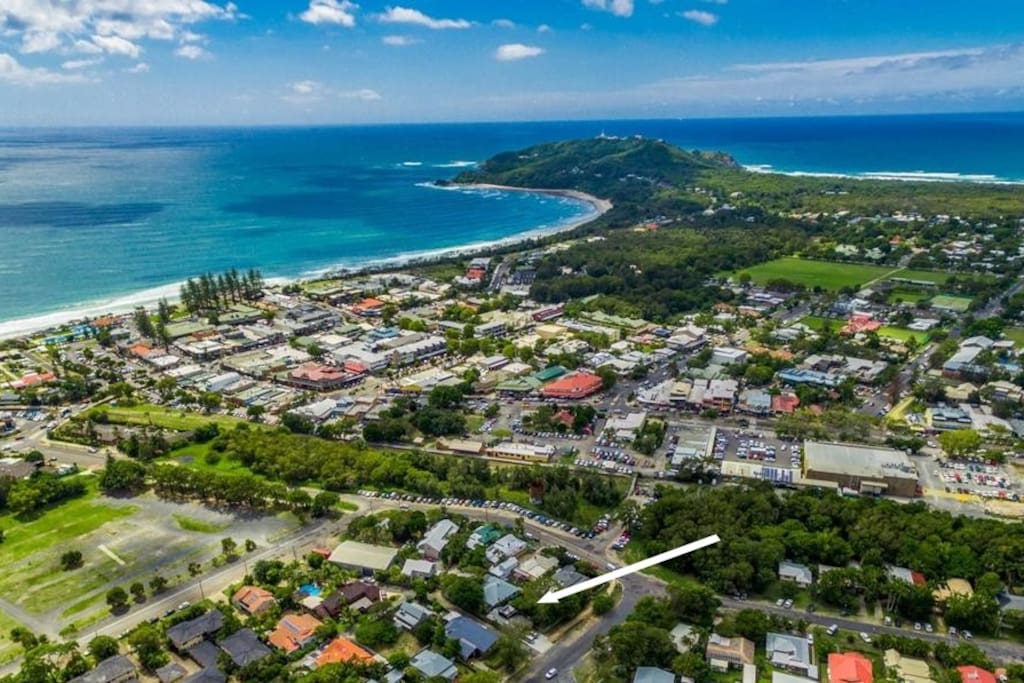 In the heart of  Byron!! 2 minute walk to town and beach.