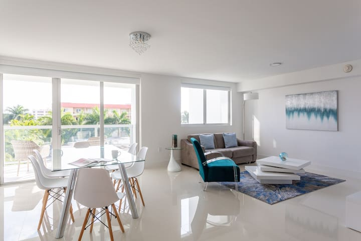 Premier Two Bedroom Apartment With Balcony