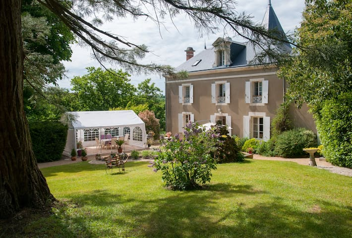 CHARMING ROOMS covered swimming pool - Mareuil-sur-Lay-Dissais - Bed & Breakfast
