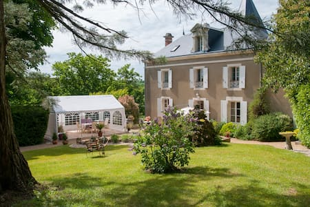 CHAMBRES de charme piscine couverte - Bed & Breakfast