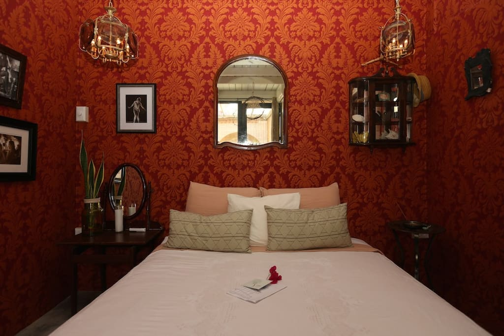 Category SUPERIOR - Private room that sleeps 2 people and shares bath with 1 other room.