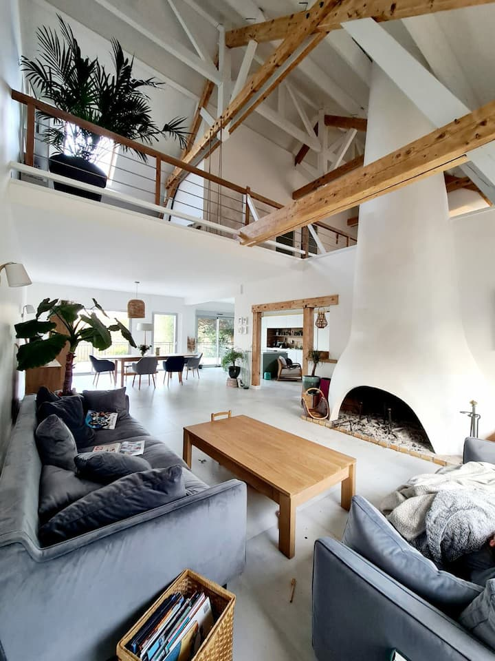 Maison atypique 200m² avec sa terrasse et sa forêt