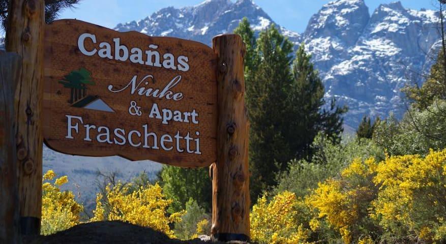 CABAÑAS NIUKE Y APART FRASCHETTI - El Bolsón - Cabin