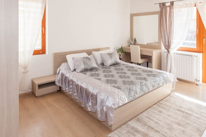Gorgeous double room with balcony! - Skopje - Hus
