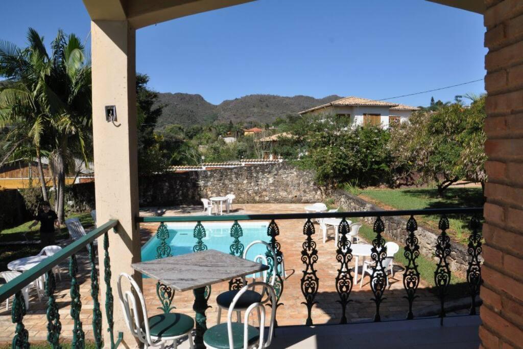Vista parcial da serra de São José e da área da piscina;
