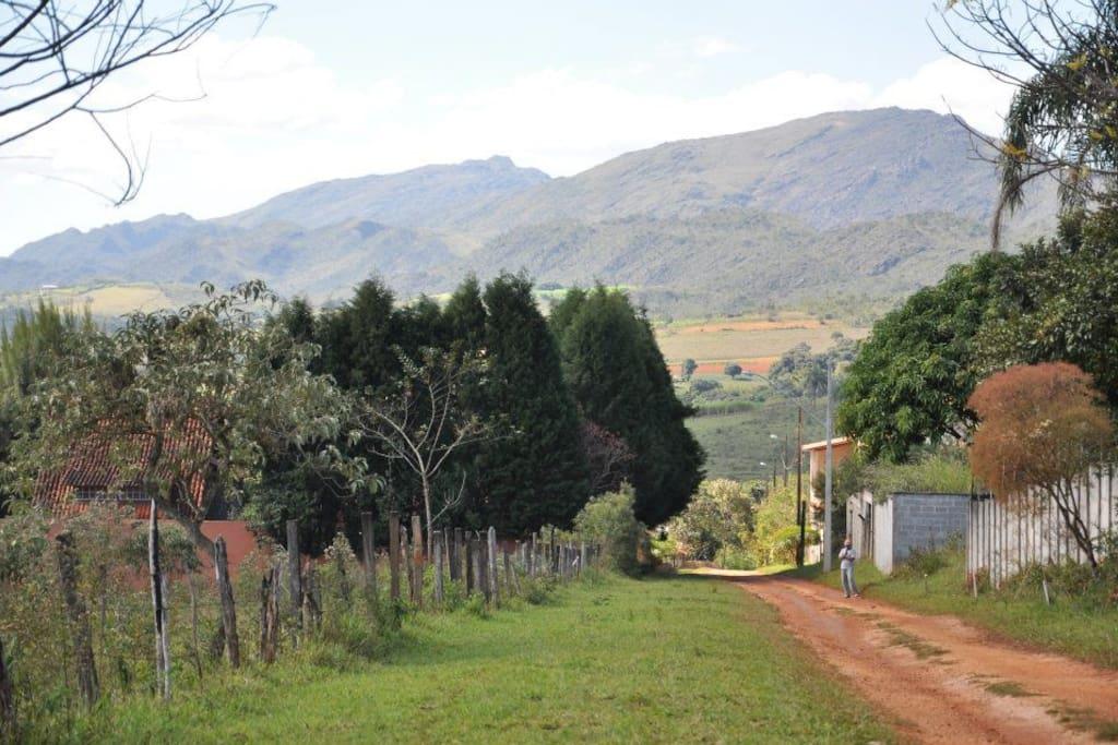 Chegada ao sítio com vista da Serra de São José;