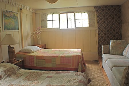 Aloha Room in the Pu'uhonua House  - Hakalau - Bed & Breakfast