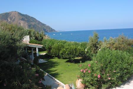 Villa Giardino sul Mare - Gioiosa Marea