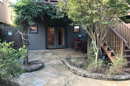 Rice Military Studio w/ Private Entrance - Houston