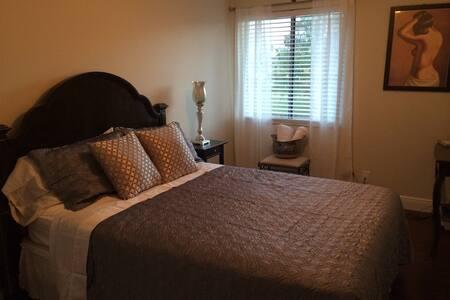 Beautiful private room/bath! - Lake Clarke Shores - Villa