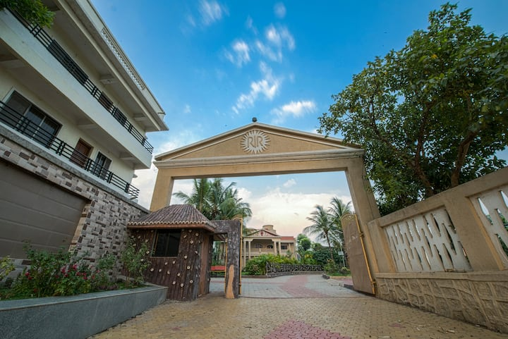 RR Villa with swimming pool for your family stay