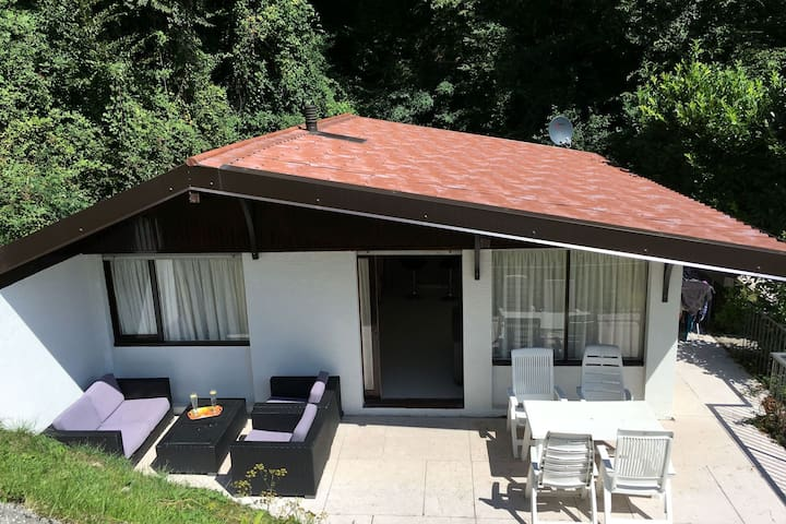 Bungalow with private terrace in the town of Sunclass - ideal for families.