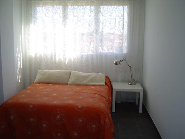 Acogedora tranquila y luminosa casa - Aldeatejada - House