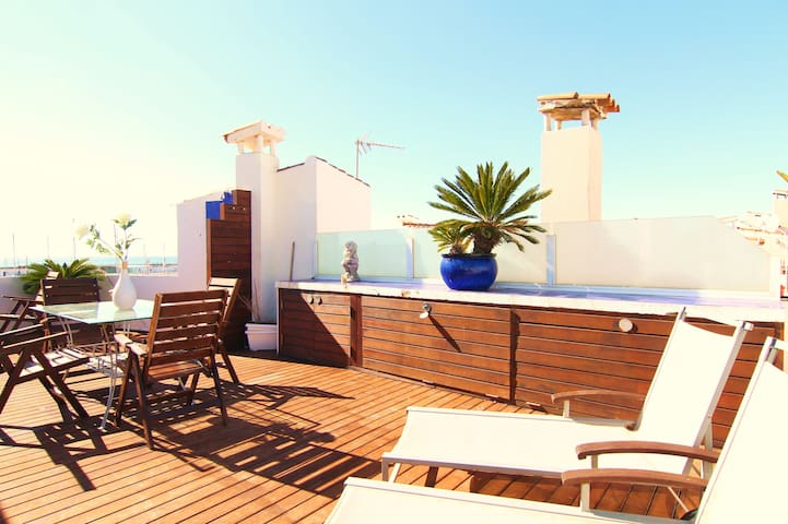 ESENCIA MEDITERRANEA : Oceanfront . - Sitges - Leilighet