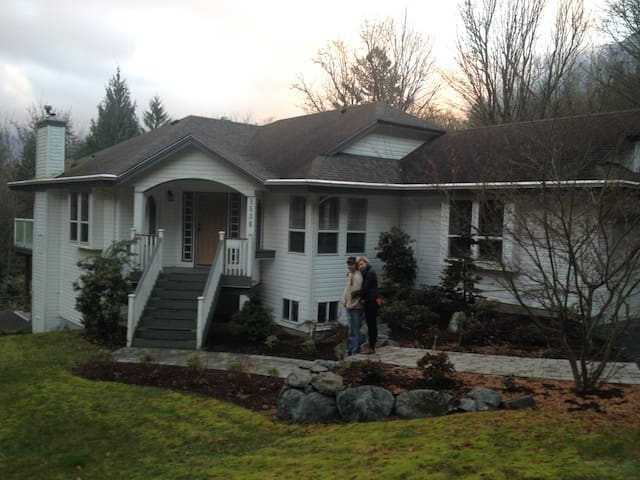 3 BR unit on Cultus Lake - Lindell Beach - Ev