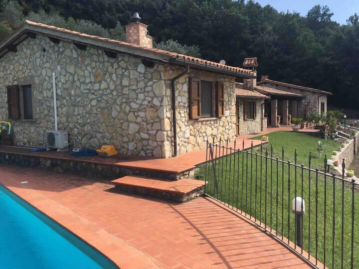 Il Casale del lago Villa con piscina privata