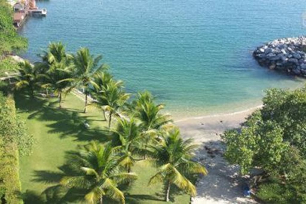 Praia privativa próxima à Marina do condomínio