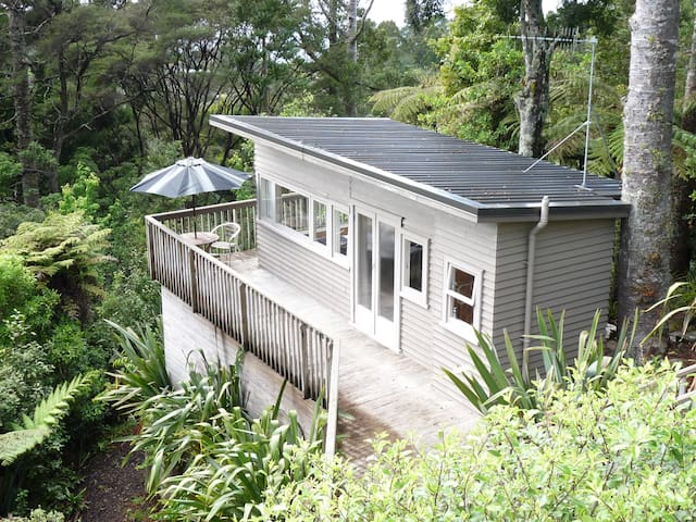 Rangiwai Retreat Studio - Titirangi - Auckland - Apartment