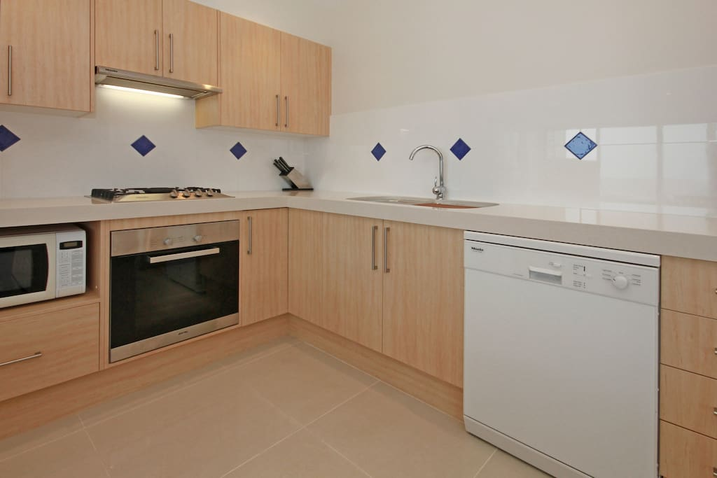Modern fully equipped Kitchen with Miele Appliances, Nespresso coffee machine, dishwasher etc..