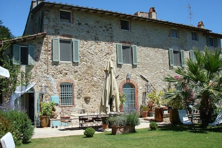 Beautiful Tuscan Villa with views - Corsanico
