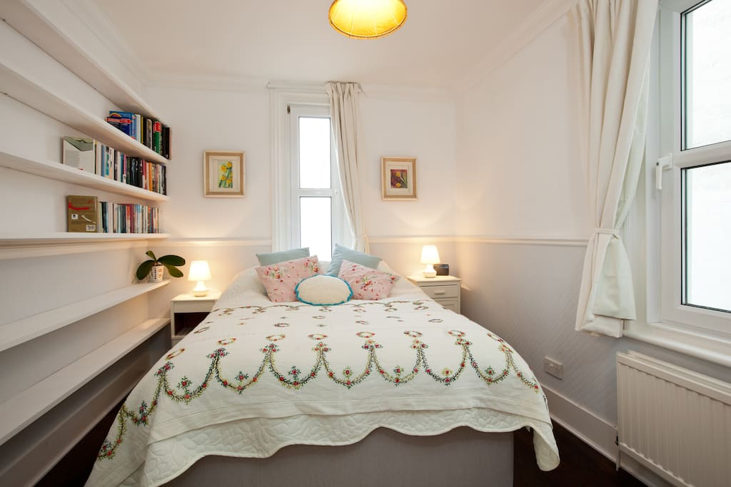 Double bedroom, with a wide selection of books, hairdryer, hair streighteners and WIFI box.