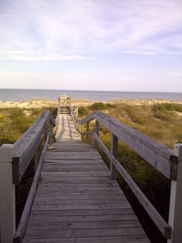 Beach Bliss-Private walkway from your deck to the beach!