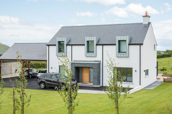 Laragh House - Large Contemporary Modern Home