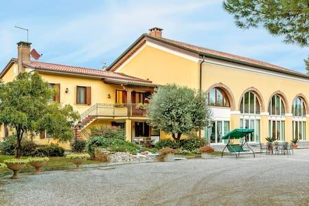 Apartment Agriturismo Ae' Cavane for 4 persons