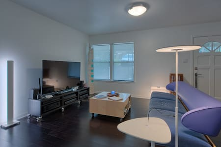 Luxury 2 BR  - minutes to downtown  - Austin