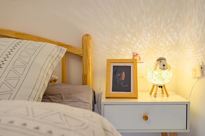 「九厘米的雾」全屋消毒·北欧撞色温馨落地窗大双人床·可做饭·高清投影仪·近地铁·动物园·