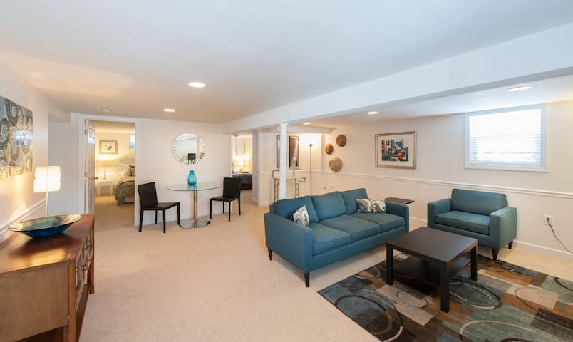 Beautiful, modern apt. 20 min from DC - Falls Church - Departamento