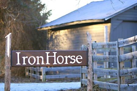 12-acre farm, 6 bdrm near Hillsboro - Cedar Grove - Ev