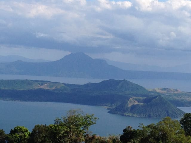 A Million Dollar View of Taal Volcano/Lake SM Wind - Tagaytay - Flat