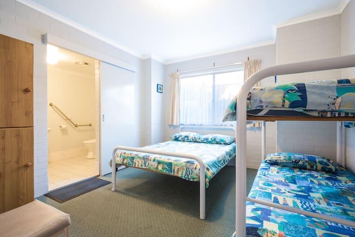 Family Ensuite sleeps 4. (room 8)