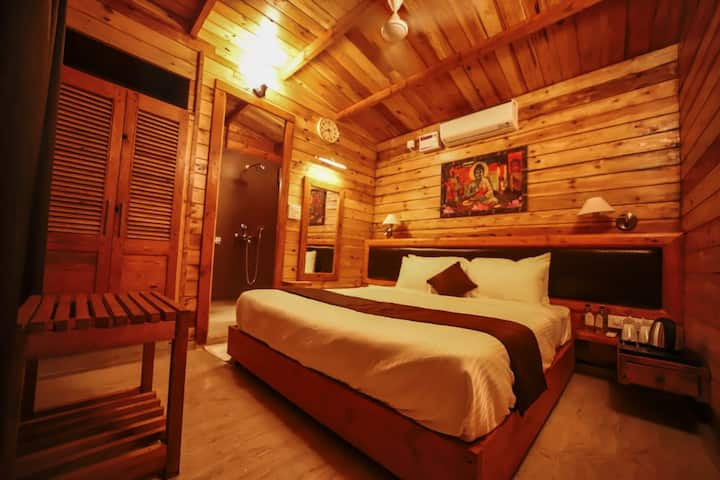 Luxurious Wooden Cottages with Hill View