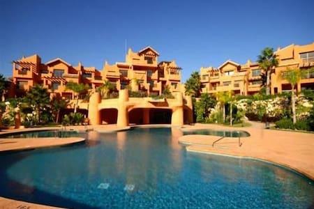 Luxury 1bed Penthouse, walk-2-beach - Estepona - Apartament