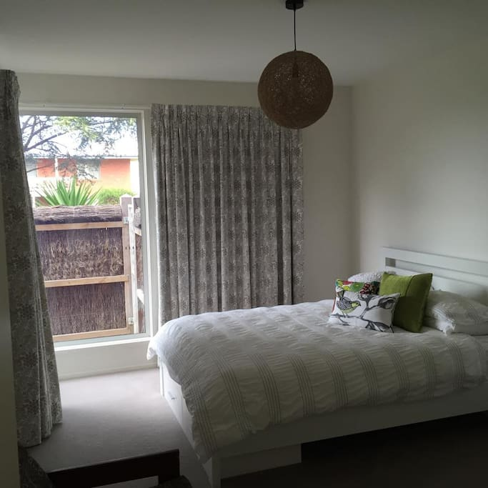 Phillip Bay Room Free Rent