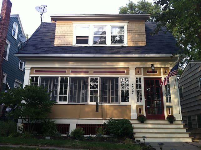 Charming SU/LeMoyne Home - walk to the Dome!