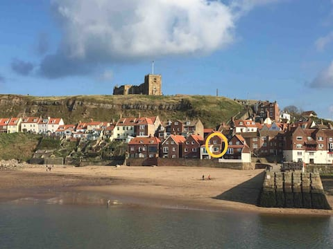 Beach side cottage with sea view, Whitby harbour