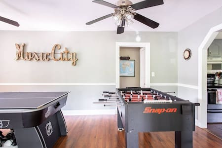 Perfect Family Getaway! Heated Endless Pool! Game Room!