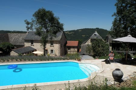 Maison de vacances avec piscine - La Bastide-l'Évêque - House