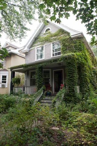 Beautiful Vintage Home  Old Growth Forest Backyard