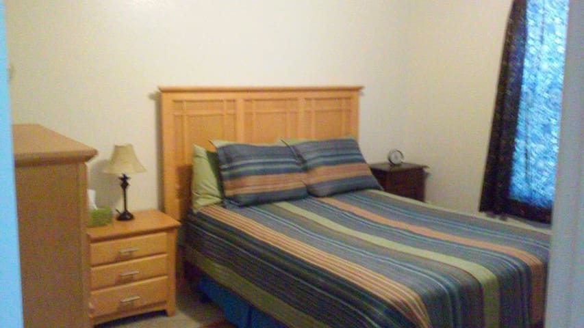 Quiet, sunny room, great for study - Harker Heights - Apartment