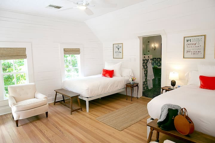ROOM 3/Farm House- The Frenchie Boutique Hotel