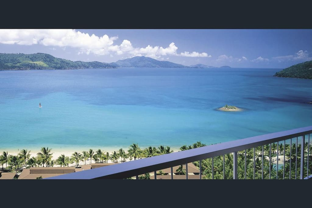 Enjoy ocean views of the beautiful Catseye Beach and Whitsunday Islands from the balcony.