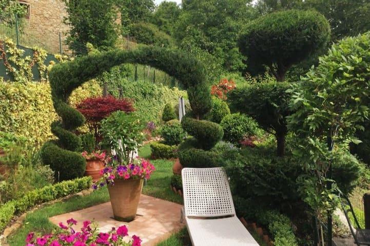Casa Rustica - Full Villa & Garden, Monti Di Villa