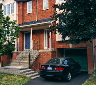 Private bedroom in a cozy home - Mississauga - Talo